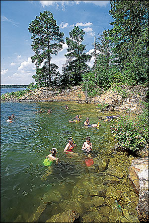 Family fishing trips by fishing guide darryl morris in hot for Fishing resorts in arkansas